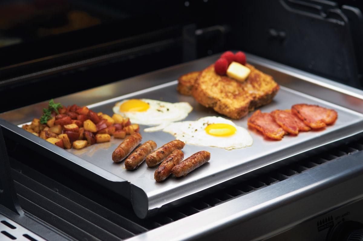 broil king grillplatte kochen auf dem grill wie in der pfanne. Black Bedroom Furniture Sets. Home Design Ideas